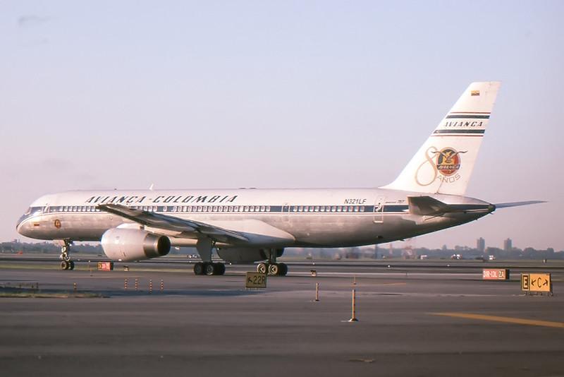Avianca_01_757_JFK_N321LF.jpg