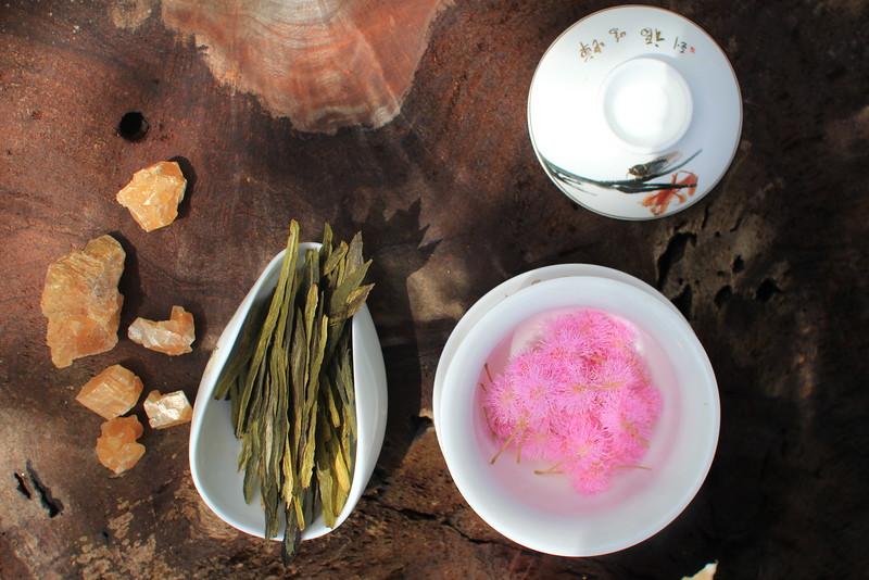 "Tai Ping Hou Kui - ""Monkey King"" with wild flowers"