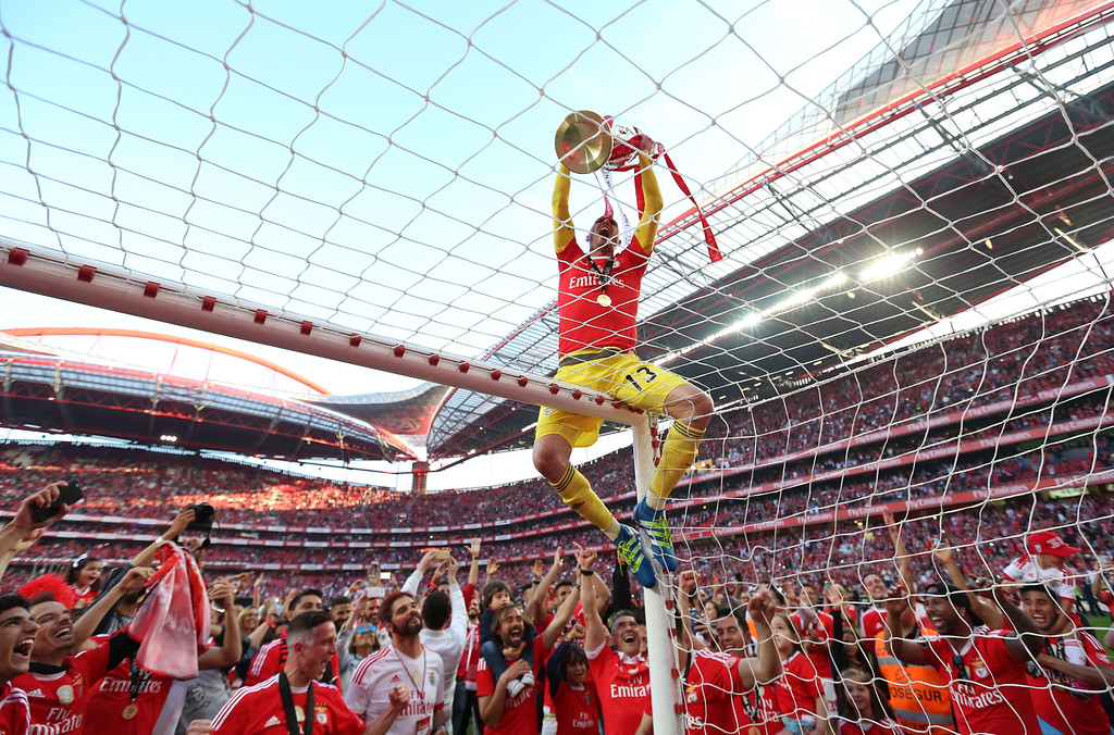 . Benfica goalkeeper Paulo Lopes shows the trophy to the supporters at the end of the Portuguese league last round soccer match between Benfica and Nacional at Benfica\'s Luz stadium in Lisbon, Sunday, May 15, 2016. Benfica won its third straight Portuguese league title by defeating Nacional 4-1 in Sunday\'s last round, setting a new league record with 88 points from 34 matches. (AP Photo/Steven Governo)