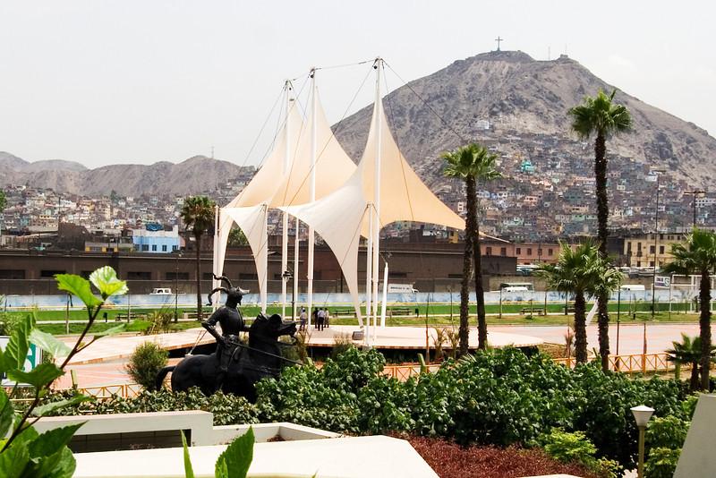 Dos Passos Statue.jpg