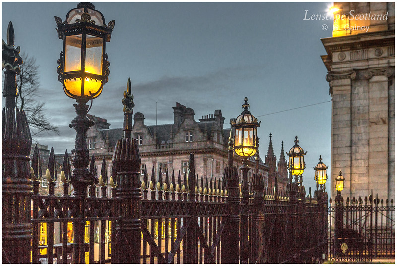 Royal Bank of Scotland lamps, St. Andrew Square (1)