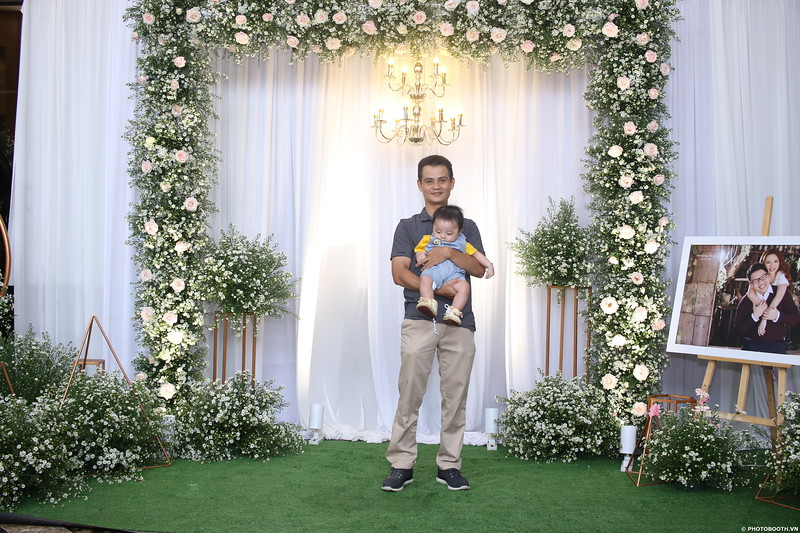 Vy-Cuong-wedding-instant-print-photo-booth-in-Bien-Hoa-Chup-hinh-lay-lien-Tiec-cuoi-tai-Bien-Hoa-WefieBox-Photobooth-Vietnam-043.jpg