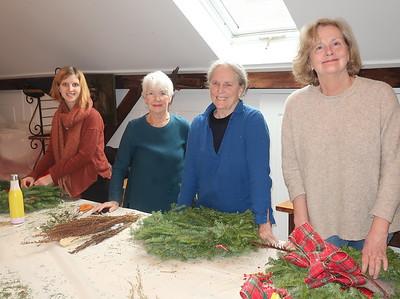 Christmas - Trees, wreaths, decoratinh