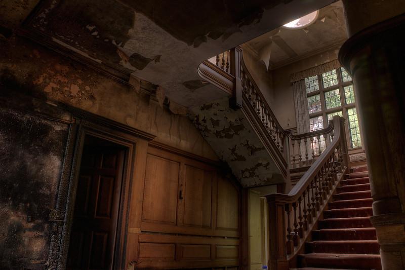 Manor-Grand-Staircase.jpg