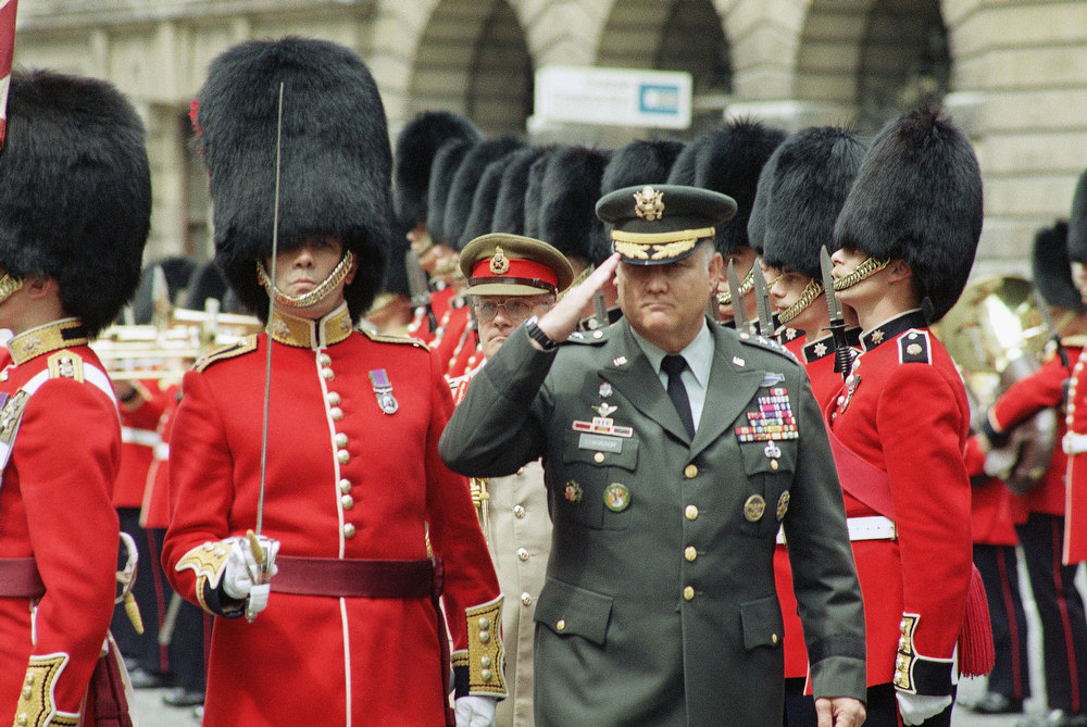 Description of . U.S. Army General H. Norman Schwarzkopf commander of coalition forces during the Gulf War, salutes while inspecting an honor guard from the 1st Battalion of the Coldstream Guards, all 52 members of which served in Operation Desert Storm in London on Thursday, July 25, 1991. (AP Photo/Nigel Marple)