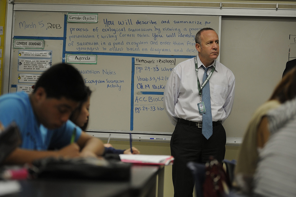 . LONG BEACH, CALIF. USA -- California Senate President pro Tem Darrell Steinberg (D-Sacramento) visits a class at Cabrillo High School in Long Beach, Calif., on March 5, 2013. About 20 state senators toured classrooms at the West Long Beach school as part of the Senate Education Policy Conference. Photo by Jeff Gritchen / Los Angeles Newspaper Group