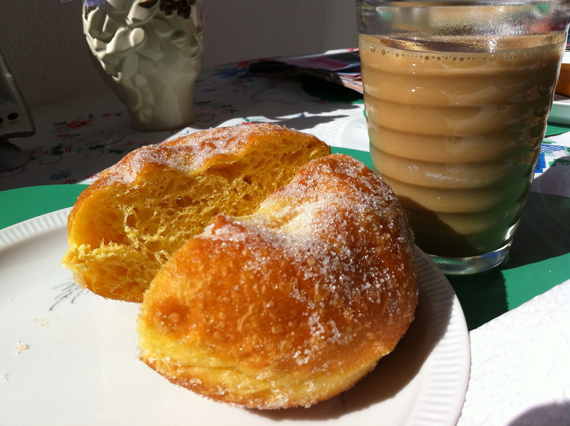 Bola de berlim e galão – that is life in Portugal a nutshell.