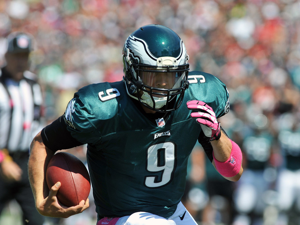 . Quarterback Nick Foles #9 of the Philadelphia Eagles runs for a touchdown in the 1st quarter against the Tampa Bay Buccaneers October 13, 2013 at Raymond James Stadium in Tampa, Florida. (Photo by Al Messerschmidt/Getty Images)
