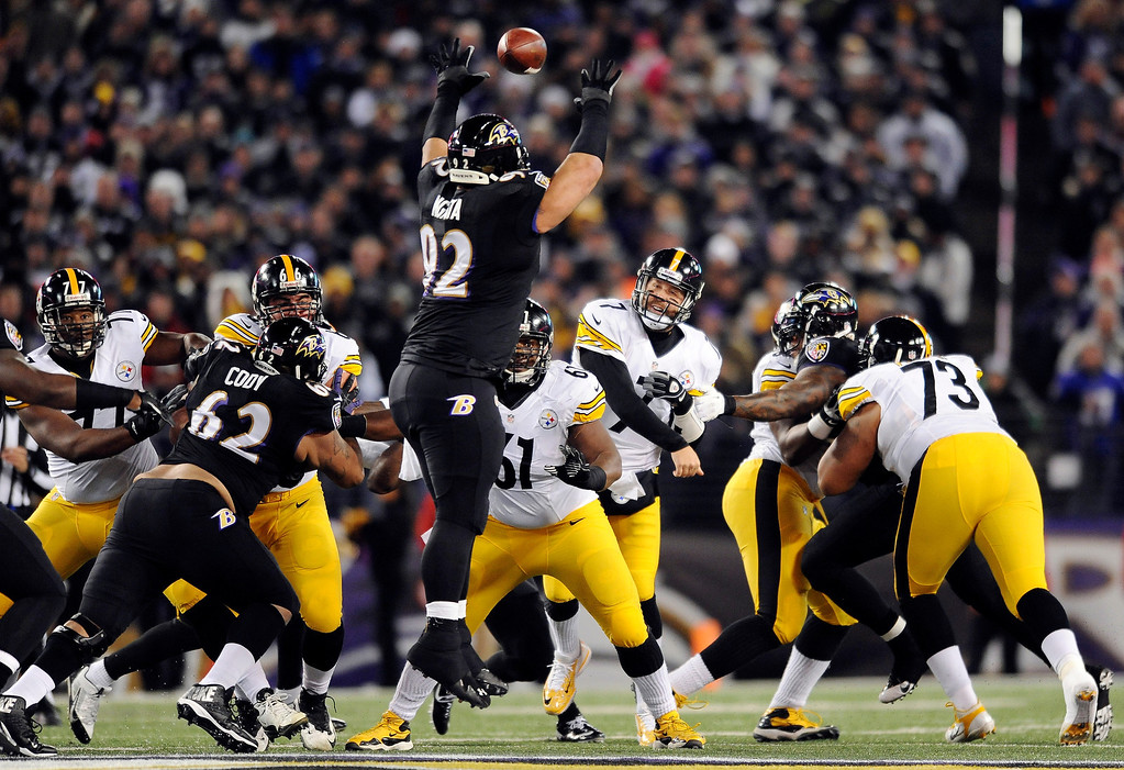 . Baltimore Ravens nose tackle Haloti Ngata (92) tries but cannot block a pass by Pittsburgh Steelers quarterback Ben Roethlisberger (7) in the first half of an NFL football game Thursday, Nov. 28, 2013, in Baltimore. (AP Photo/Gail Burton)