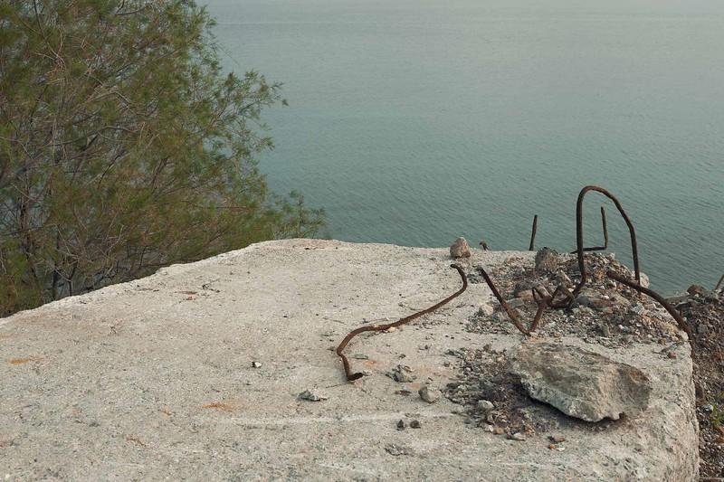 Τσιμέντο στη Θάλασσα Παντέλι.jpg