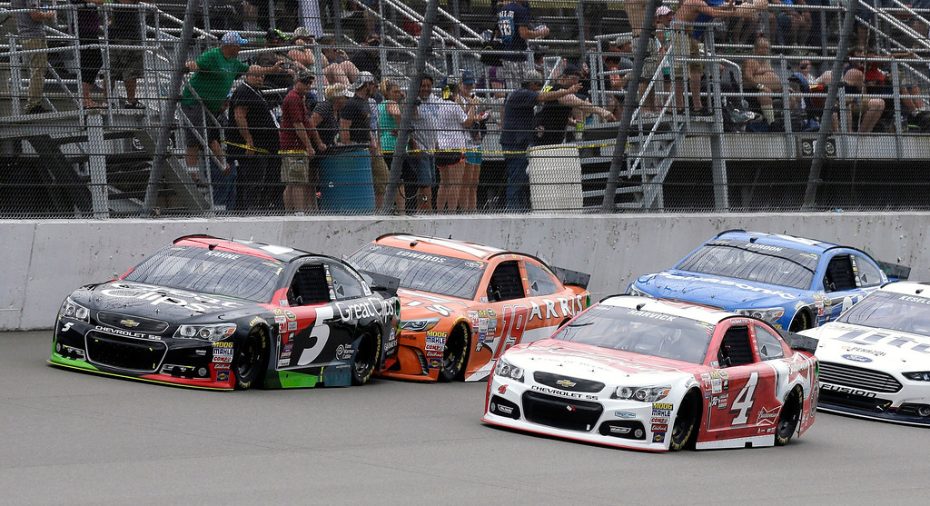 . Kasey Kahne (5) leads Carl Edwards (19) and Kevin Harvick (4) during the NASCAR Sprint Cup series auto race at Michigan International Speedway, Sunday, June 14, 2015, in Brooklyn, Mich. (AP Photo/Carlos Osorio)