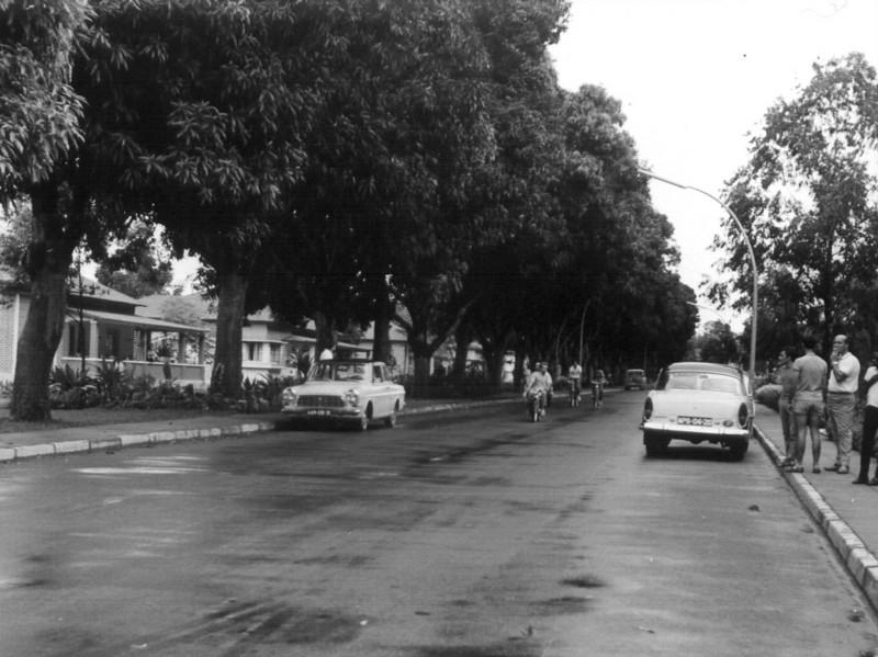 Rua das mangueiras entre o Museu e a Igreja