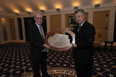 25891 Commemorative Photo of Ming Hsieh and President Magrath