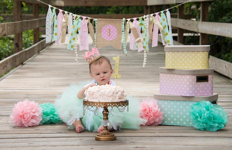 Ava Smash Cake-3.jpg