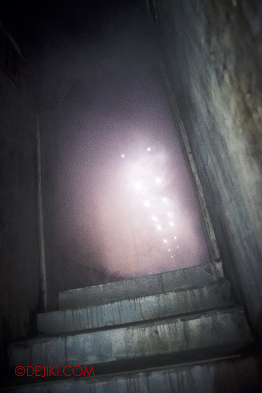 Halloween Horror Nights 6 - Old Changi Hospital / Staircase Up
