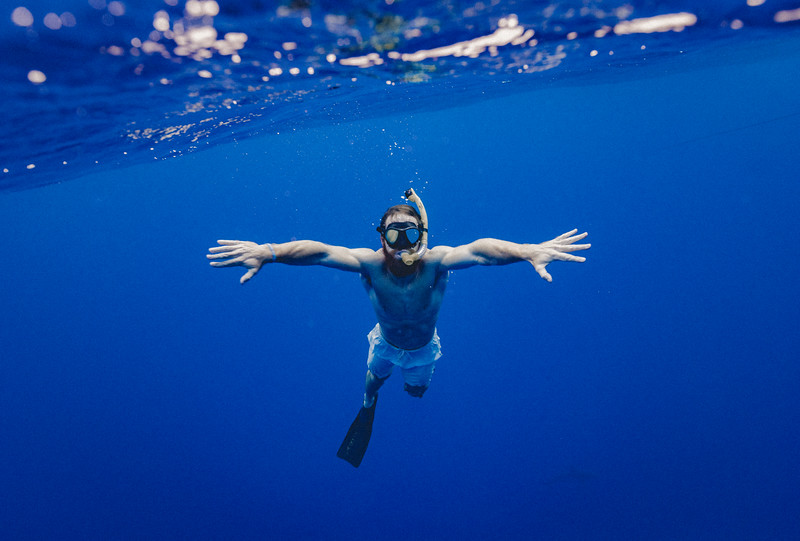 man-swim-underwater-sea.jpg