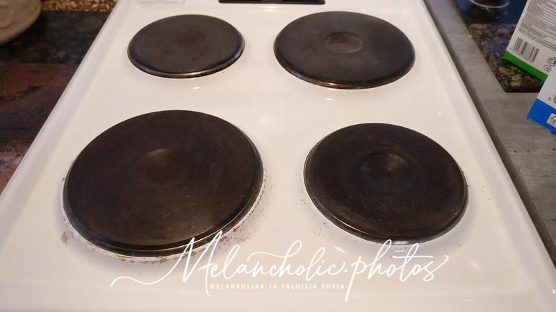 Hellan levyjen puhdistus ruokasoodalla
