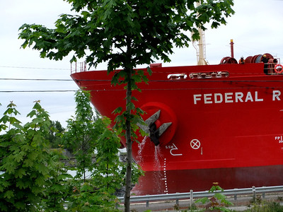 trolley cars & ships in Ontario