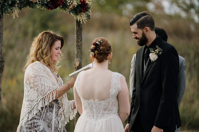 rustic_ohio__fall_barn_wedding-225.jpg