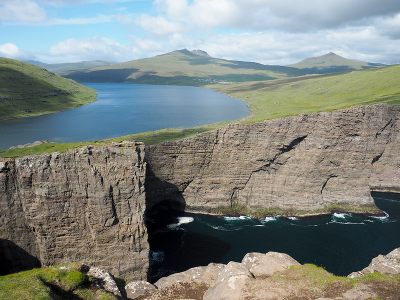 "The ""floating lake"" in the Faroe Islands"
