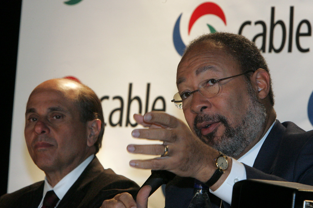 . Chairman & CEO Time Warner, Inc., Richard Parsons addresses the press as Chairman & CEO Motorola, Edward Zander listens at the National Cable Television Association\'s annual conference held in Atlanta,  Monday, April 10, 2006. (AP Photo/John Amis)