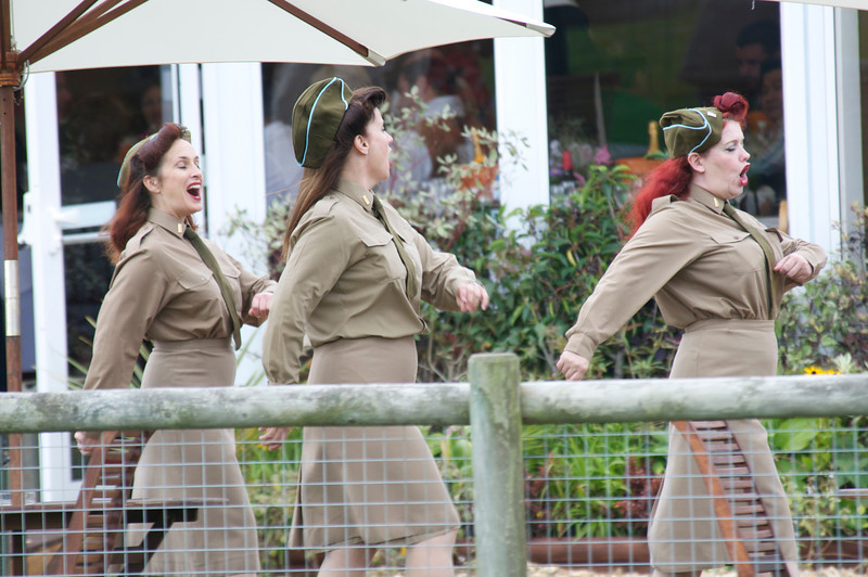 Goodwood 2011, The Andrews sister in full Song!