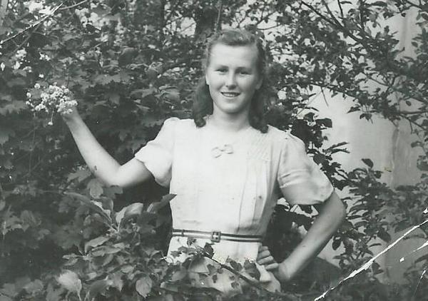Mom B 1947.jpg