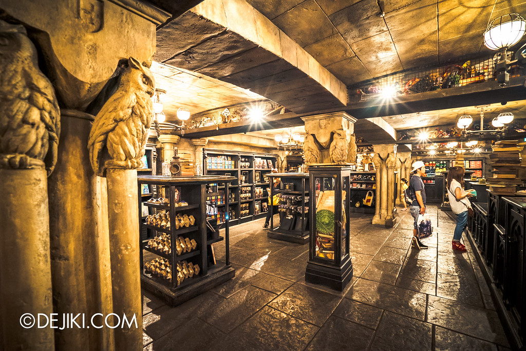 Universal Studios Japan - The Wizarding World of Harry Potter - Filch's Emporium Overview 4