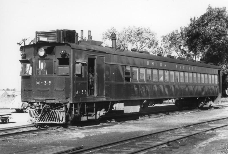 UP EMC Car M-39. Oakley, Kansas. September 22, 1949. (Bob Andrews Photo)