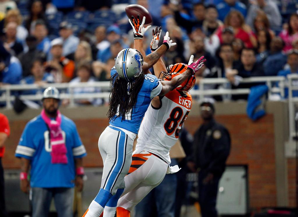 . Cincinnati Bengals tight end Tyler Eifert (85) catches a 32-yard touchdown reception as Detroit Lions cornerback Rashean Mathis (31) defends in the third quarter of an NFL football game on Sunday, Oct. 20, 2013, in Detroit. (AP Photo/Rick Osentoski)
