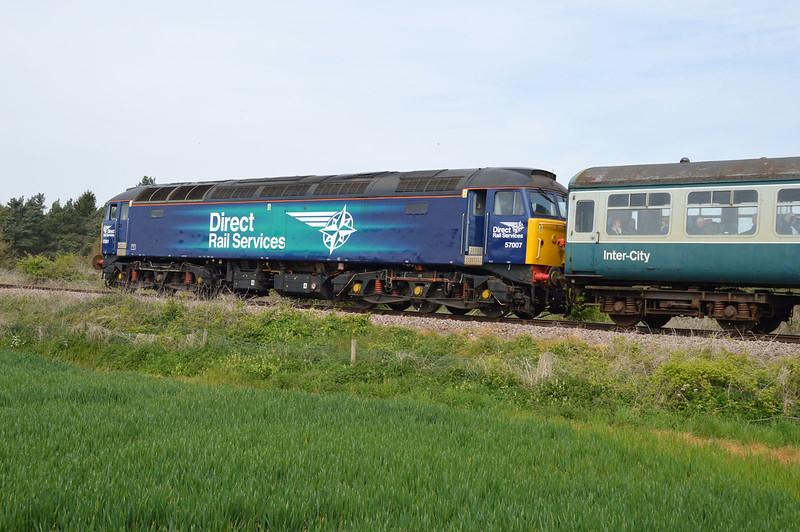 37688_37558 (424) tnt 57007 on a Dereham-Wymondham Halt at Wicklewood on the MNR.