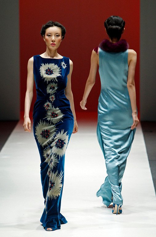 . Models present creations during the Carolina Herrera Autumn/Winter collection fashion show at the Audi Fashion Festival in Singapore May 15, 2013. REUTERS/Edgar Su
