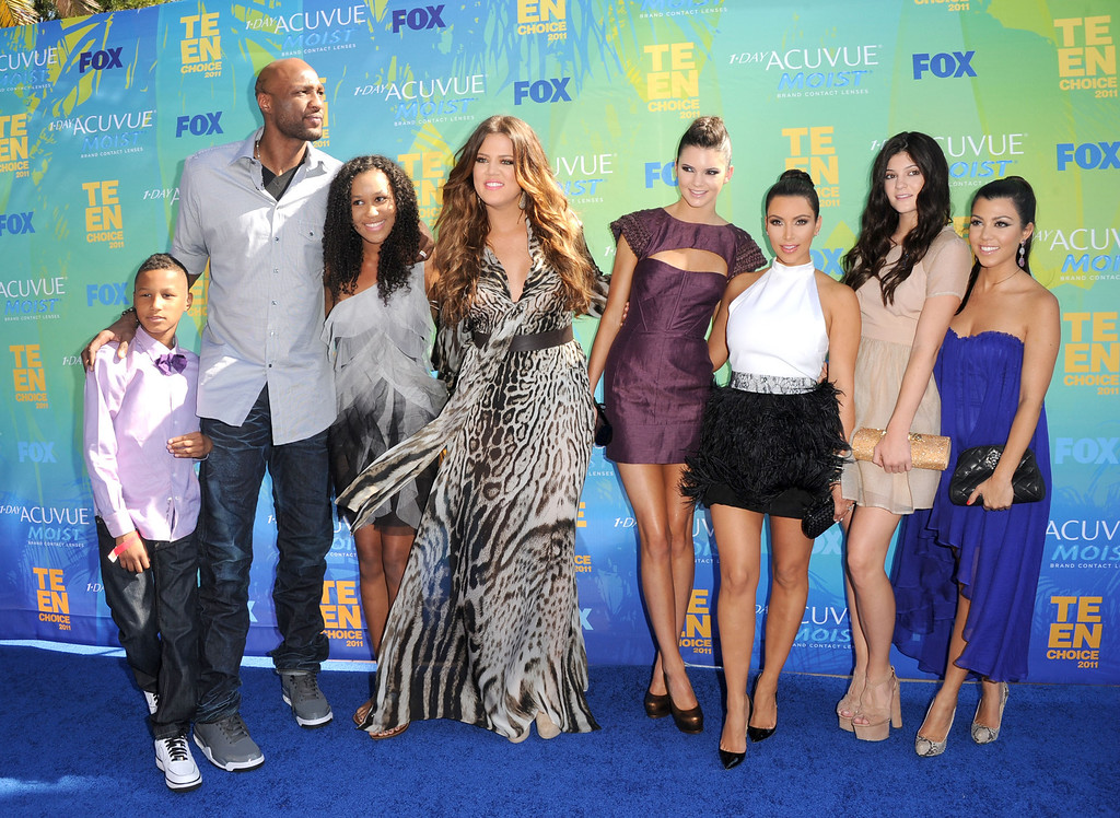 . (L-R) TV personalities Lamar Jr., Lamar Odom, daughter Destiny, Khloe Kardashian, Kendall Jenner, Kim Kardashian, Kylie Jenner and Kourtney Kardashian arrive at the 2011 Teen Choice Awards held at the Gibson Amphitheatre on August 7, 2011 in Universal City, California.  (Photo by Jason Merritt/Getty Images)