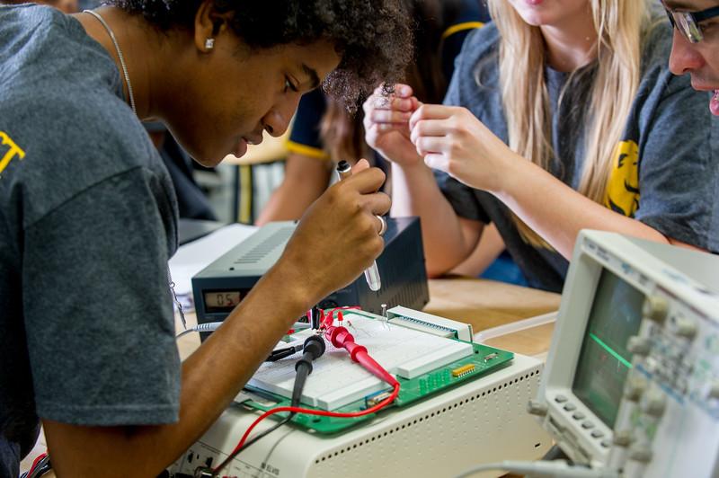 17339-Electrical Engineering-8370.jpg