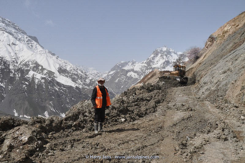 clearing landslide at Ansob pass