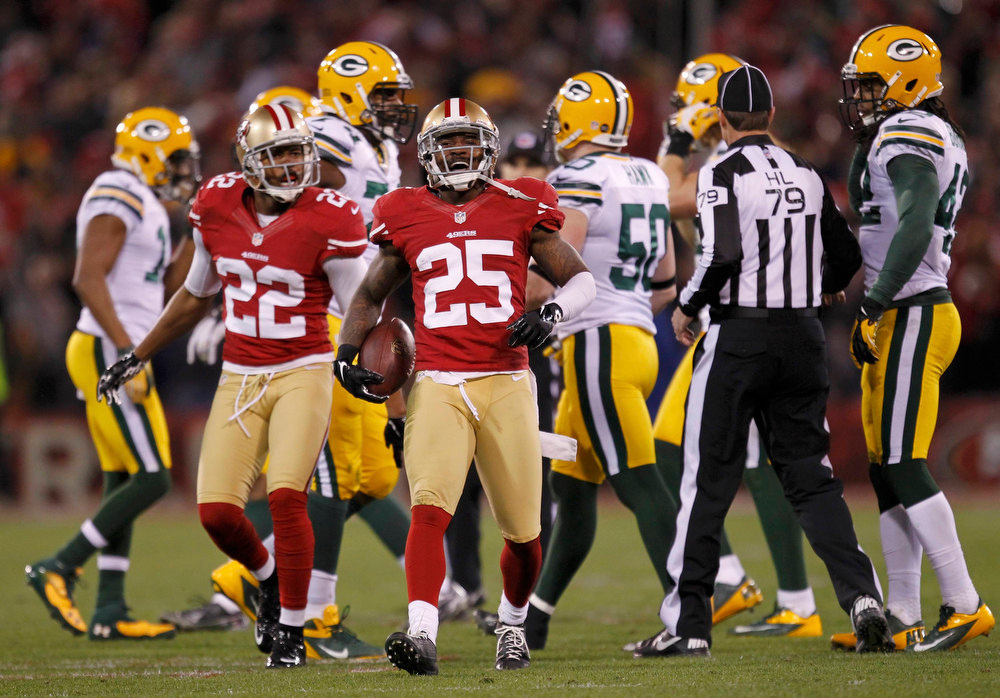 Description of . San Francisco 49ers Tarrell Brown (C) celebrates with teammate Carlos Rogers (L) after intercepting a pass against the Green Bay Packers in the second quarter during their NFL NFC Divisional playoff football game in San Francisco, California, January 12, 2013.    REUTERS/Robert Galbraith