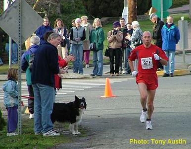 2004 Mill Bay 10K - Around the final corner