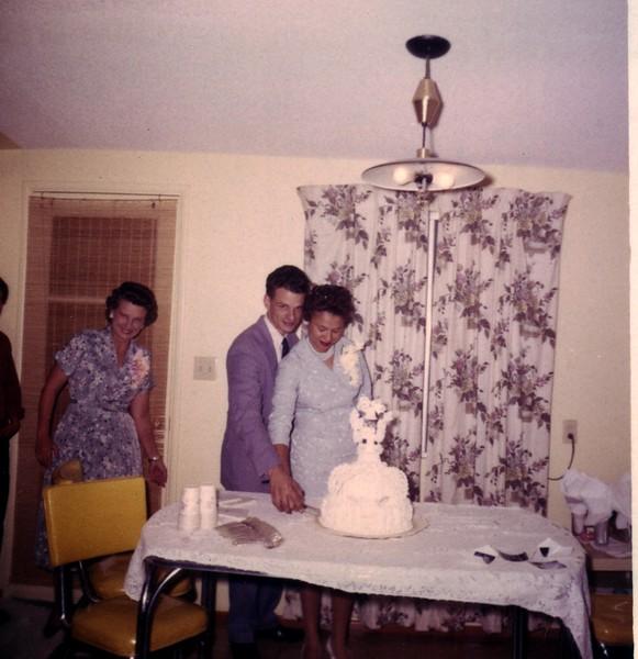 CuttingCake1960.jpg
