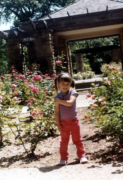 121183-ALB-1983-13-048.jpg