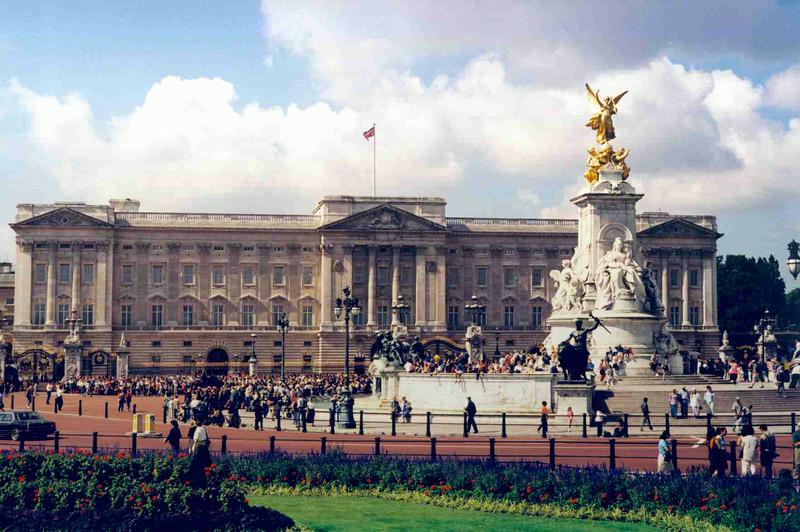 Buckingham Palace 2.jpg