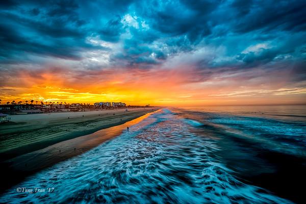 Sunrise_at_Huntington_Beach_Pier