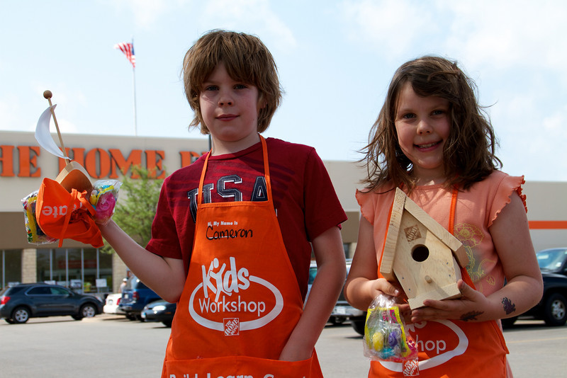 Home Depot Kid's Workshop - Earth Day 2011 - 2011-04-23 - IMG# 04-008895.jpg
