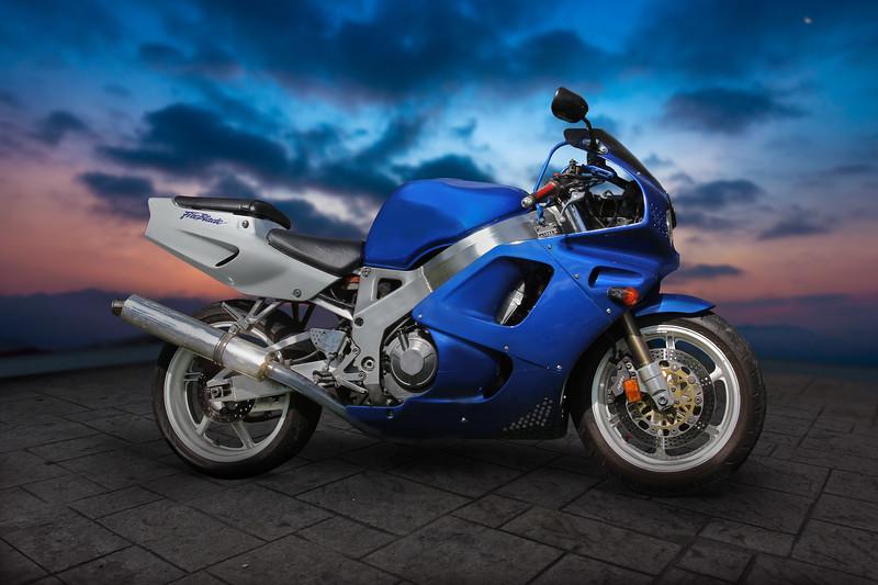 moto-bleue-1.jpg