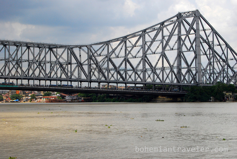Howrah Bridge in Calcutta (2).jpg