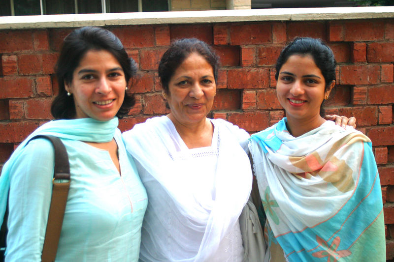 another picture of them, alongwith Huma's mom.