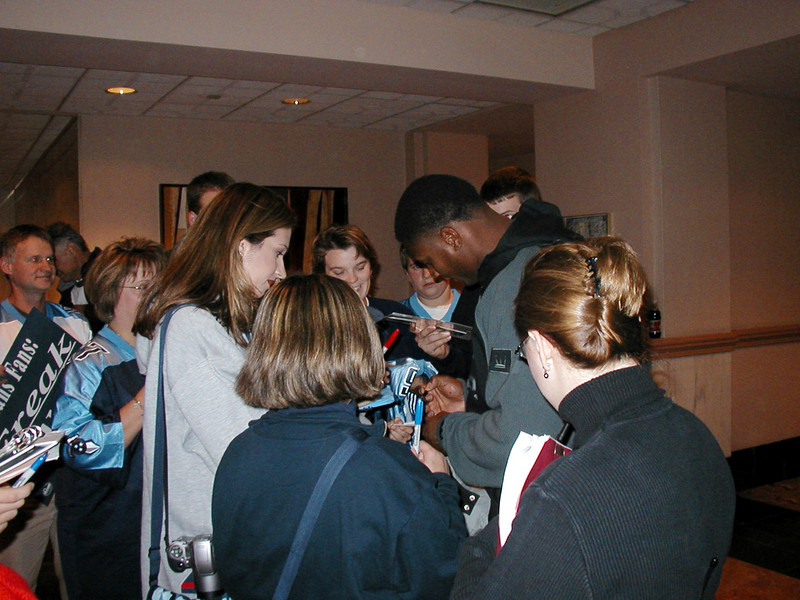 Steve signing autographs in Indianapolis 2002