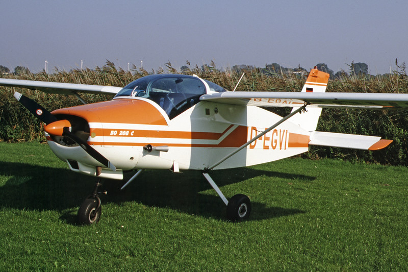 D-EGVI-BolkowBo-208Junior-Private-EDXB-2000-09-30-JG-04-KBVPCollection.jpg