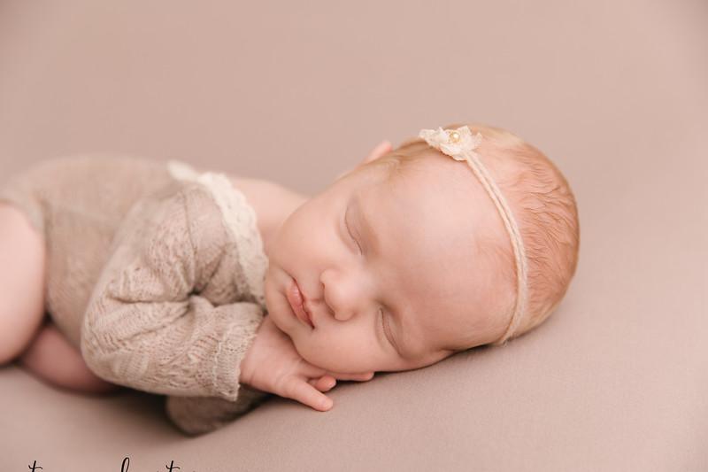 Autumn-Newborn-Low-Resolution370A0216-Edit.jpg