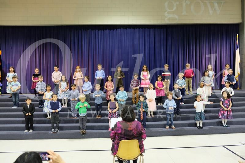 13 The Kindergarteners sing songs for thier moms..jpg