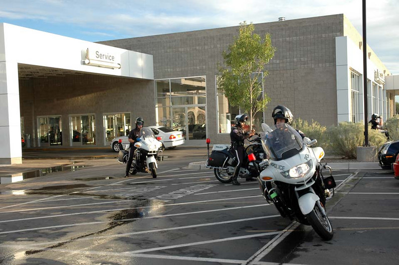 BMW motorcycle-based Albuquerque Police head out to escort the MTTS MINIs out of town!